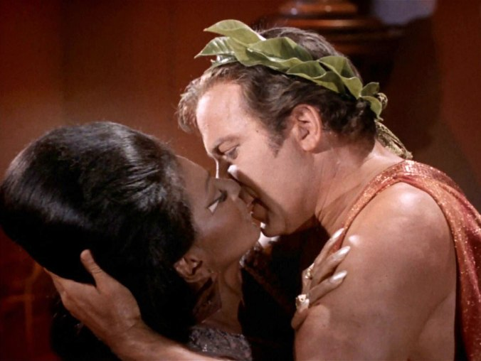 Kirk-Uhura-Kiss